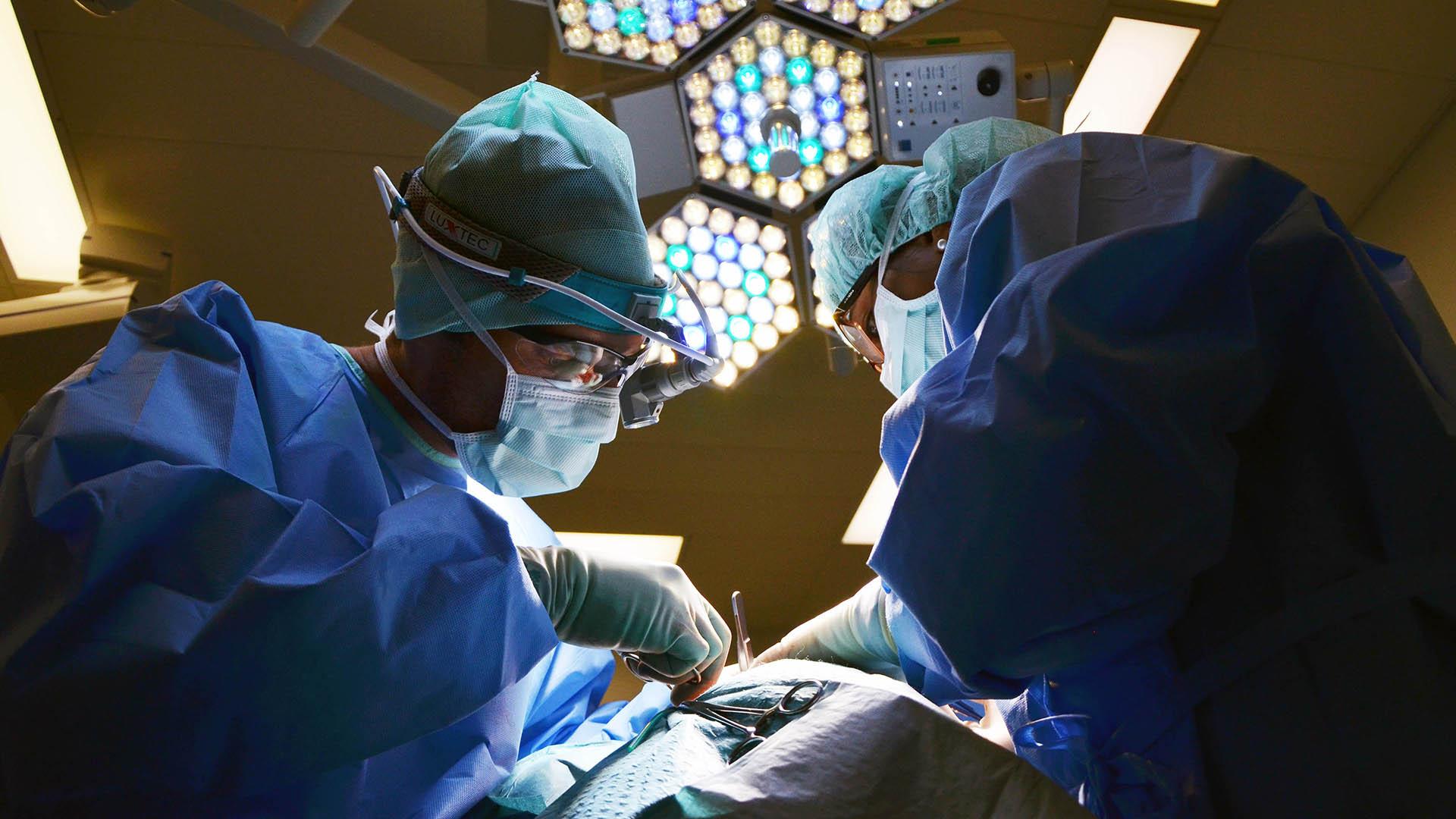 surgeons on work